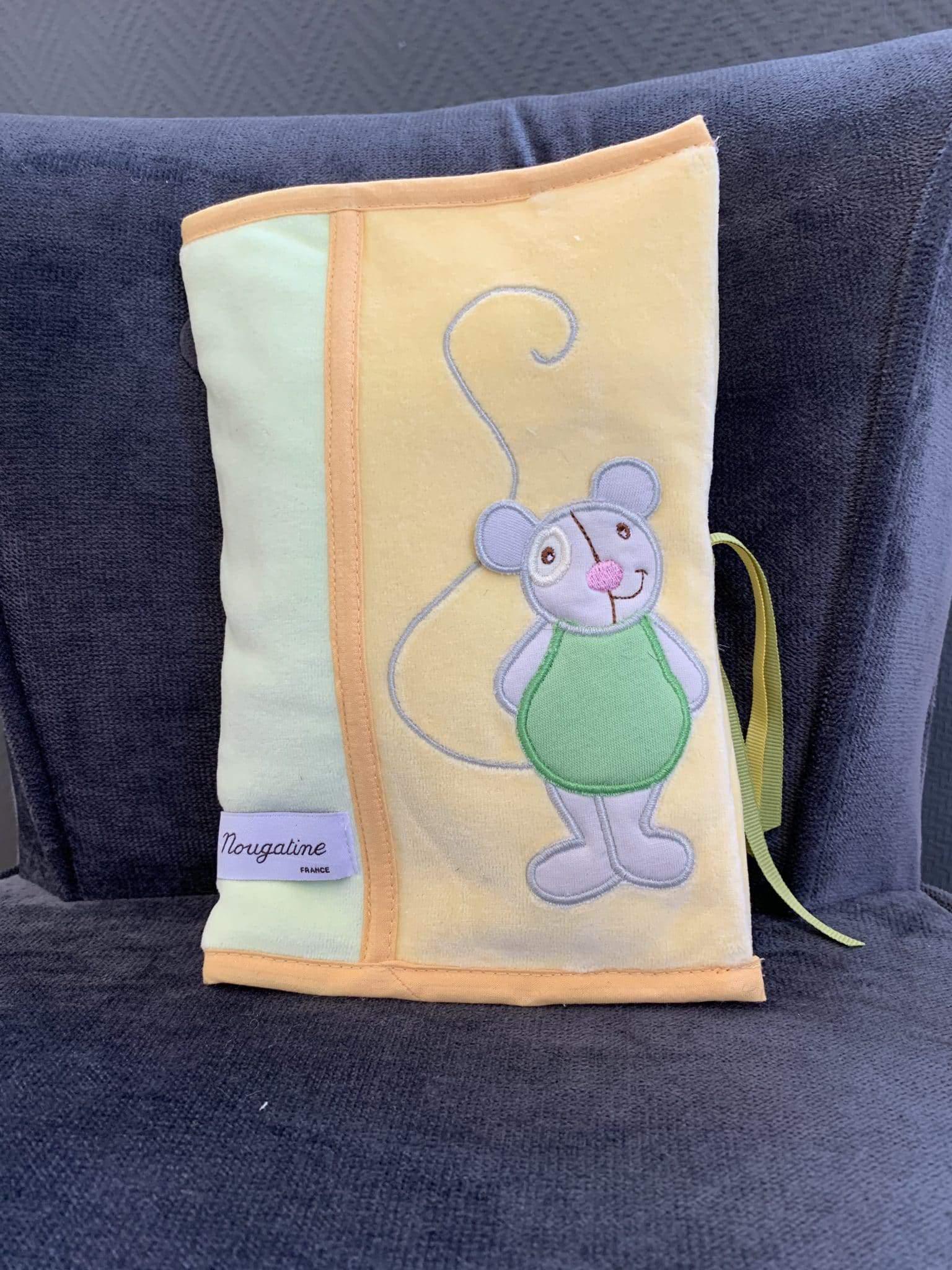 Carnet de santé souris verte
