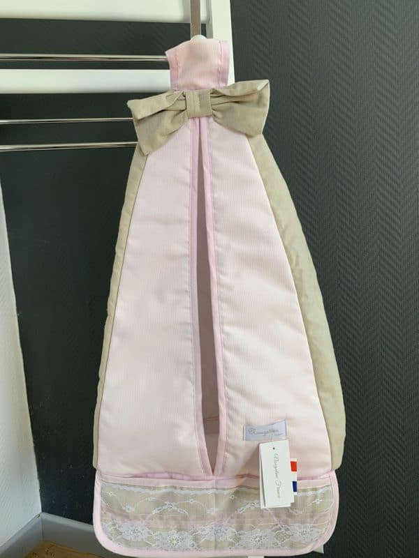 porte couches dentelle et rose