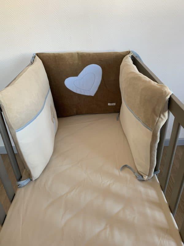 tour de lit coeur bleu