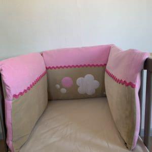 Tour de lit fleur rose