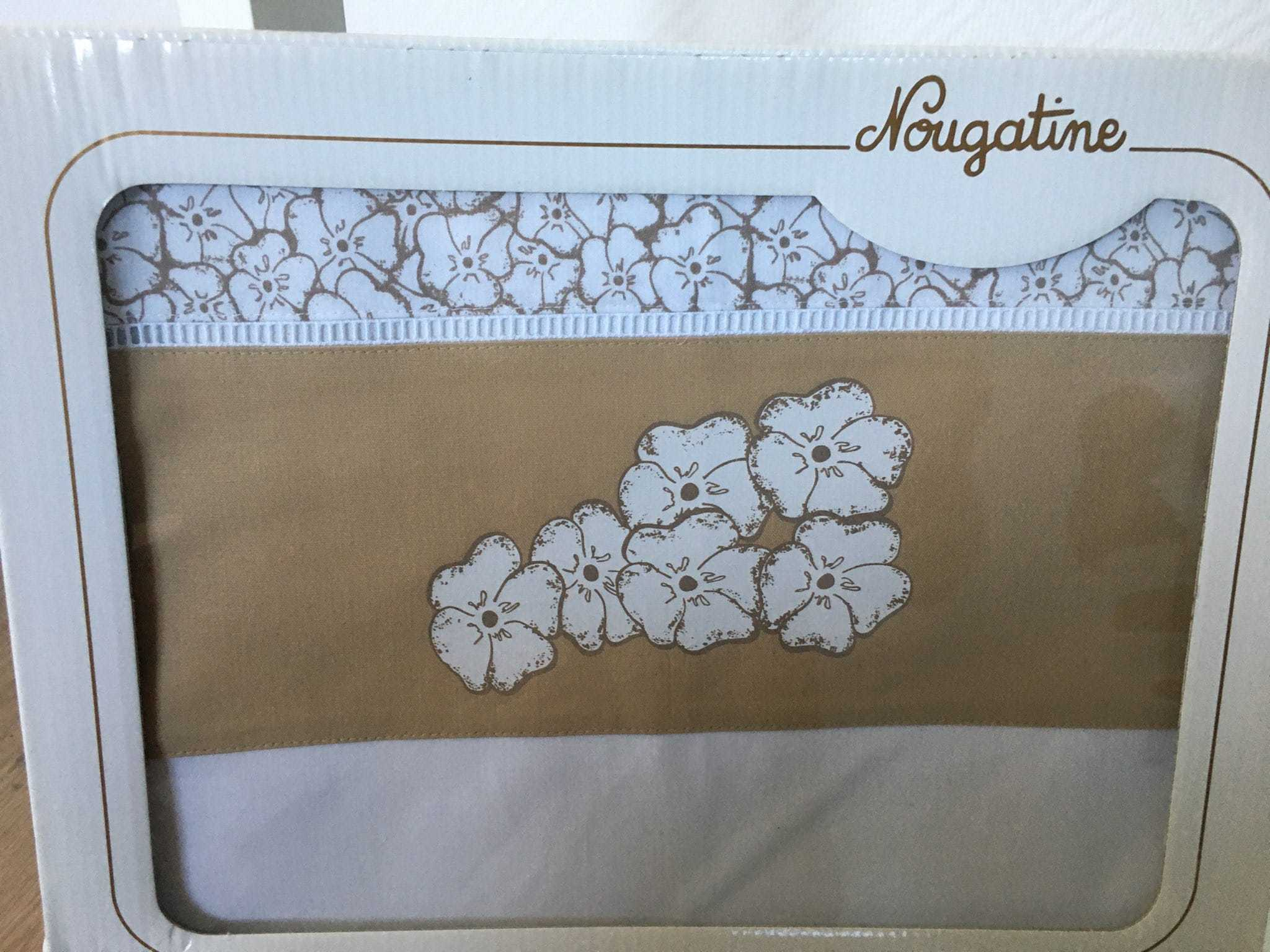 parure de lit fleurs blanches
