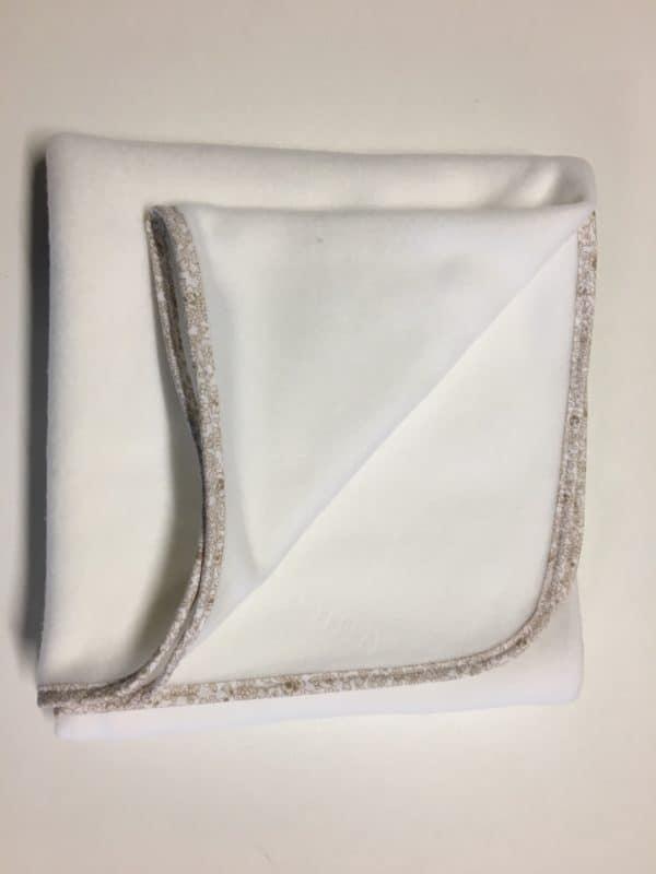 couverture de berceau blanc